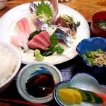 笑の家 - 朝獲れ鮮魚のお造り定食