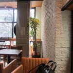 カフェ ソラーレ - 窓側は明るい雰囲気です