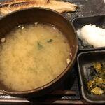 しんぱち食堂 - 味噌汁(ワカメだけ。豆腐、欲しいかな)