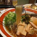 タイガー餃子会館 - 醤油ラーメン(あっさり) 780円 (リフト)