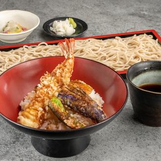 ランチも営業中♪日替わり丼+蕎麦のセットが980円~と人気!