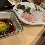 鶏繁 - うずら生卵と醤油を絡めて