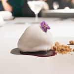 ラ・ヴァガボンド - 紅ほっぺをチョコでコーティング、ローズマリーのギモーフ