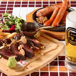 Atom - 牛ハラミのステーキ&3種のソーセージ盛り&生ビール
