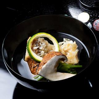 """""""八坂の水""""を礎に供される、心に沁み渡る京料理"""