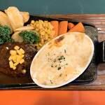 サウサリート - 料理写真:鉄板焼ハンバーグ&ミニマカロニグラタン