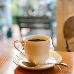 クロスティ - ネルドリップのブレンドコーヒー(550円)。
