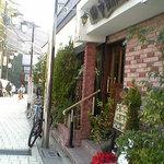 田中珈琲店 - 外にはたくさんの鉢植え