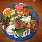 活漁レストラン藤 - 事前に予約して皿鉢を3人分つくってもらいました。
