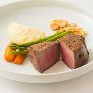 肉を知り尽くしたシェフが焼き上げる、最高峰のステーキ