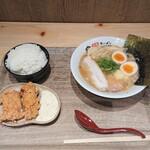 くりや製麺直売所 - 料理写真:しっ鶏そば 味噌 スペシャルとからあげ 2個と白ごはん