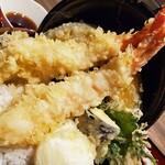 海老福 - 料理写真:天丼の天ぷら、アップ。