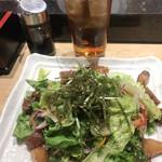 にぎにぎ一 - 海鮮さっぱりサラダ500円。とてもコスパがいい品だと思います(╹◡╹)。味、鮮度、量と三拍子揃っています(╹◡╹)