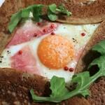 121020490 - 生ハムと卵とチーズのガレット miniサラダセット