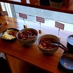 池めん - 薬味やキムチ