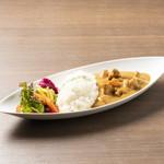 Curry&Spaghetti meer lounge  - 料理写真:牛すじカレー