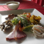 フィーヌ・ゼルブ - 料理写真:前菜とドリンクバー