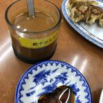満州亭 - ラー油とタレと味噌ダレミックス、これが美味しい