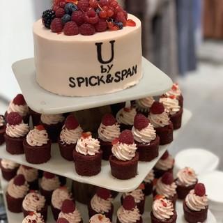 ♦バースデーケーキやウェディングケーキご用意致します♦