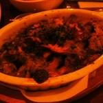 ウエダ - サザエとキノコのガーリックオーブン焼き(700円)。