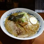 板橋大勝軒なりたや  - 料理写真:「中華そば +背脂+ネギ」