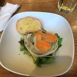 Scampi - サラダとガーリックトースト