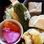 121055465 - エビ天ぷらに 青海苔たくさん                        青菜炒め煮