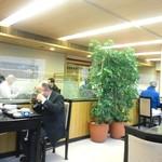 和食堂 松林 - 客席側から見た店内風景