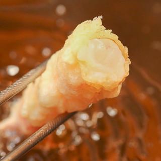 揚げ油から食材までこだわった、自慢の江戸前天ぷらの数々