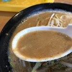 ラーメンダイニング絆 - 濃厚なのにクリーミーなスープ