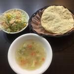 インデアンレストラン  ニューミラ - サラダとスープと多分ダール豆のチップス