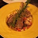 タランテッラ ダ ルイジ - いすみ豚スペアリブ、白インゲン豆煮込み・2人前 1,800円