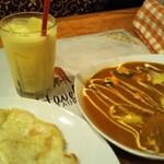 インディアンレストラン&バー ハヴェリ - サービスのマンゴーラッシー。