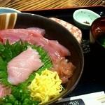 黒・紋 - クロマグロ丼 1,000円