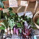 カナンスローファーム カフェ&エコステイ - 地元で採れた野菜も販売しています