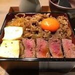 121093444 - 黒毛和牛 イチボ肉タタキとすき焼き煮の合盛り重                       ひつまぶし仕立て 1380円