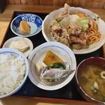 居酒屋千屋 - 料理写真:日替りの唐揚げ定食、かなりのボリューム。