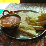 エス タージマハルエベレスト - チーズナンセット、バターチキンカレーにて