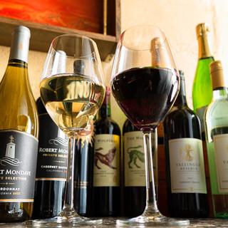お手頃価格の厳選ワインと料理のマリアージュをお愉しみください
