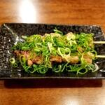 串焼き居酒屋 KAZU - ふわとろで美味しい白レバー 串に刺さって出てきました やっぱりこの方が食べやすい?