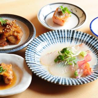 独自ルートで仕入れる鮮魚は、当店ならではの至高の味わい
