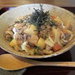 日と月 - 鶏野菜そぼろ丼750円