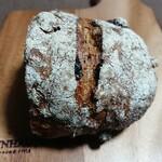121123912 - 【セーグル・フリュイ(ハーフ):280円】                         こういう素朴なパンの粉っぽい見た目、好きです。