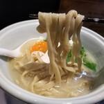 らーめん三極志 - 今週の限定麺 鱧の塩らーめんの麺リフト