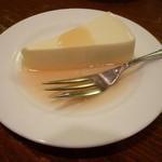 12113690 - レアチーズケーキ リンゴソース添え(350円)