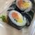 Zooshi - 料理写真:サーモン&マンゴー、黄色いのがマンゴーです、シンガポールロールと命名します。