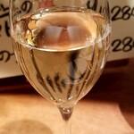 121139935 - ハッピアワーのスパークリングワイン