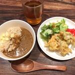 121146602 - 五穀米カレー・沖縄野菜のかき揚げ・ゴーヤサラダ