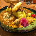 スパイスカレー MANTRA - カレー3種盛プレート(副菜付)