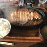 ひこま豚食堂&精肉店 Boodeli - ロースステーキ 200g ステーキソース